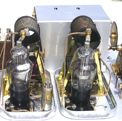 Two S23 screen-grid valves in a 1929 Osram Music Magnet receiver