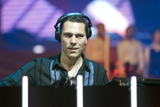 Tiësto performing in Arnhem's GelreDome, 2004