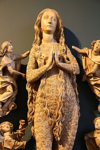 Ascension of Mary Magdalene by Tilman Riemenschneider (1490–92)A depiction of Mary Magdalene with thick body hair