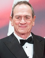 Tommy Lee Jones won for his role in The Fugitive (1993).