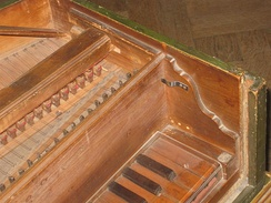 A false inner-outer harpsichord from the Deutsches Museum in Munich. The false inner case begins to the right of the keyboard, and continues backward only far enough to provide a slot to support the jack rail.