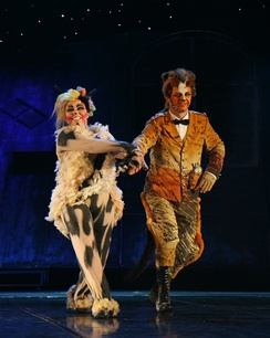 Jennyanydots (Left) and Skimbleshanks in the Polish production of Cats, December 2007.