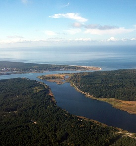 The Lielupe flows into the Baltic Sea in the Gulf of Riga, while the Buļļupe branch flows towards the Daugava River to the west.
