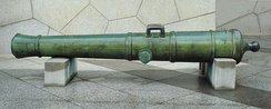 One of the cannons of Odaiba, now at the Yasukuni Shrine. 80-pound bronze, bore: 250mm, length: 3830mm