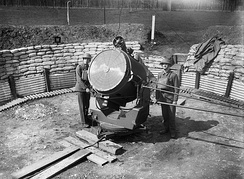An anti-aircraft searchlight and crew at the Royal Hospital Chelsea, 17 April 1940
