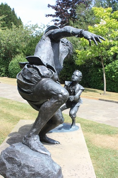 Memorial to Edward Alleyn in Dulwich Village, sculpted by Louise Simson, 2005