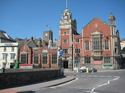 Bideford Town Hall (built 1850, extended 1906).