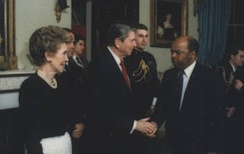 Lewis greets President Ronald Reagan and First Lady Nancy Reagan in 1987