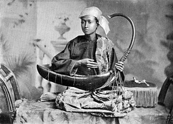 Saung musician in 1900.