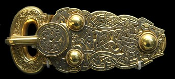 Anglo-Saxon gold belt buckle with ribbon interlace, Sutton Hoo ship burial, 7th century
