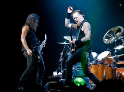 Kirk Hammett and James Hetfield performing with the band in London in 2008