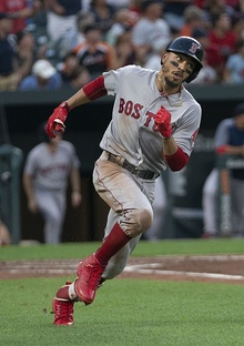 Mookie Betts running 2018.jpg