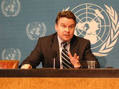 Congressman Chris Smith speaks at the United Nations