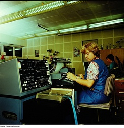 A Linotron 505 CRT phototypesetting machine in Dresden in 1983