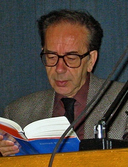 Ismail Kadare at a reading in Zurich.