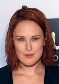 Rumer Willis portrays Adrianna's lesbian love interest Gia Mannetti.
