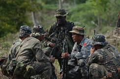 U.S. Special Forces soldier and infantrymen of the Philippine Army