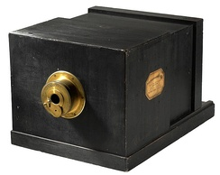 Daguerreotype camera built by La Maison Susse Frères in 1839, with a lens by Charles Chevalier