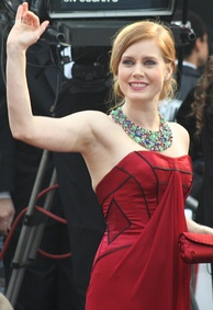 A picture of Amy Adams, waving at the 81st Academy Awards