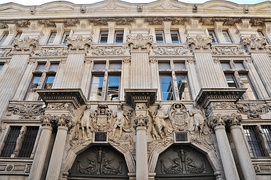 The hôtel de Clary and its richly sculpted decoration.
