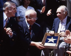 Johnny Grant, center, at producer Joe Pasternak's presentation ceremony in 1991. At left is Gene Kelly.