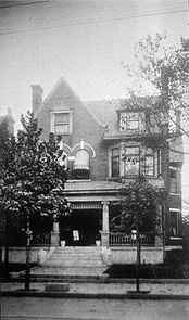 Rufus M. Rose House in 1903. Notice the mounting block at the curb.