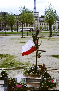 "Memorial to the ""martyrs""of Solidarity outside Les Invalides in Paris, Easter 1982"