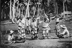 A ʻupaʻupa, a traditional dance from Tahiti (1900).