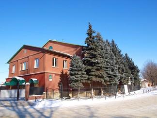 Остатки Троицкого монастыря в Луганске (нач. XX в.)(сохранился лишь первый этаж).