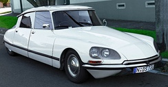 At rest, Citroën DS will slowly sink to the ground as the engine-driven hydraulic system is depressurized