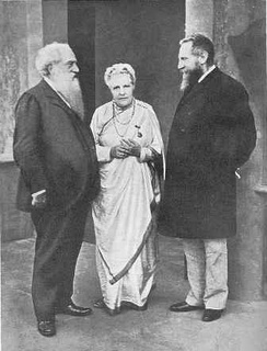 Annie Besant with Henry Olcott (left) and Charles Leadbeater (right) in Adyar, Madras in December 1905