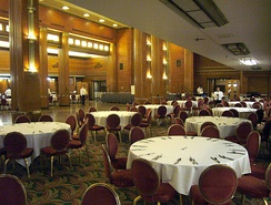 Restaurant scenes set in New York at the start of Barton Fink were filmed inside the RMS Queen Mary ocean liner.[10]