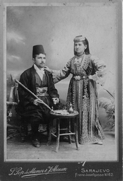 Sephardi Jewish couple from Sarajevo in traditional clothing. Photo taken in 1900.