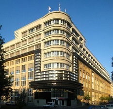 The Mossehaus in Berlin by Erich Mendelsohn, an early example of streamline moderne (1921–23)