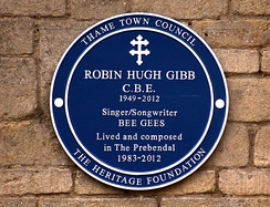 Blue plaque of the Heritage Foundation commemorating Robin Gibb at his home (The Prebendal) in Thame, Oxfordshire