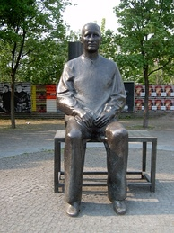 Statue of Brecht outside the Berliner Ensemble's theatre in Berlin