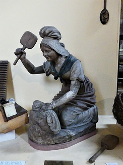 A terracotta statue of a washerwoman (18th century)