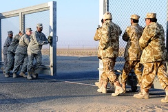 U.S. and Kuwaiti troops closing the gate between Kuwait and Iraq on 18 December 2011.