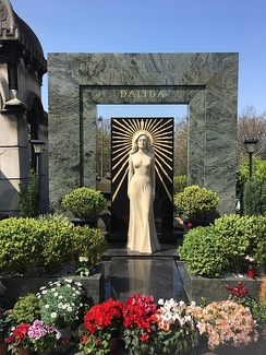 Dalida's grave and monument.