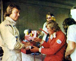 Ronnie Peterson (left) and James Hunt in the pits