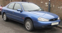 2000 Ford Mondeo LX 1.8 Front.jpg