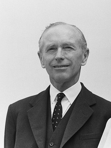 Alec Douglas-Home in 1963.jpg