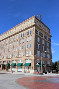 Kemp-Kell Building, circa 1910, now known as the Holt Hotel, was one of the first five-story office buildings in the city.