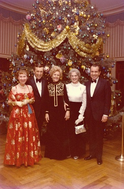 Frost with President Richard Nixon, Pat Nixon, Mamie Eisenhower, and Mona Frost in 1970