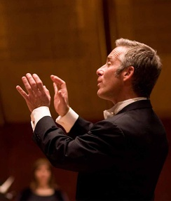 Steven Sametz conducting the Lehigh University Choir without a baton