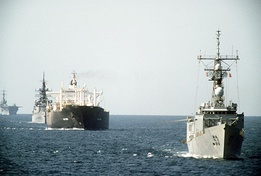 US Navy warships escort the tanker Gas King in 1987