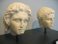 (left) Alexander and (right) Hephaestion: Both were connected by a tight man-to-man friendship[53] (The Getty Villa Museum)