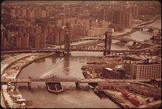 Bridges spanning the Harlem River between Harlem to the left and the Bronx to the right
