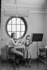 A violin lesson in 1944