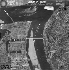 "Aerial photography of Gorky with indication of targets for bombing. Strategic Center ""Kremlin"": Translation of labels on the map A — Reinforced (pontoon) bridge (5 supports, distance between supports ~ 120m, length 740m, width 21m);  B - The Kremlin (1 - House of Soviets, 2 - Military school, 3 - Arsenal); С - The Fair (1 - The Main Fair building, 2 - Exchange); The mill is surrounded by a white solid line."